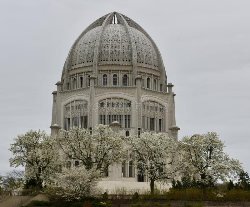 En regnig dag på templet för Baha ` I arkivfoto