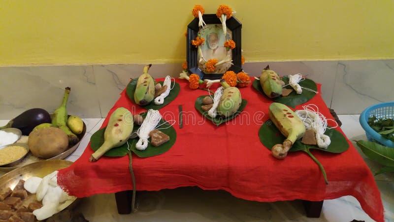 En religiös fromhet på varje månad då månen som är synlig som mycket från Indien royaltyfri bild