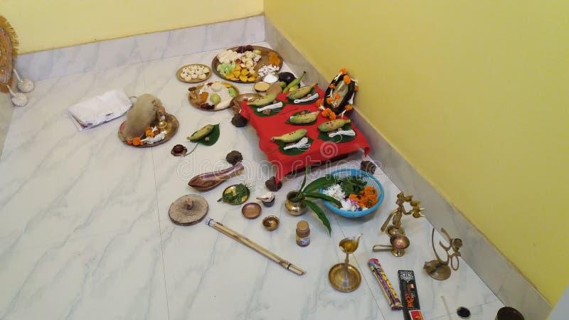 En religiös fromhet på varje månad då månen som är synlig som mycket från Indien royaltyfria bilder