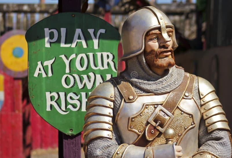 En riddare för skyttegalleri på den Arizona renässansfestivalen royaltyfria bilder