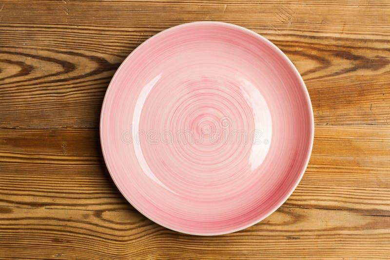 En rosa keramisk platta royaltyfria foton