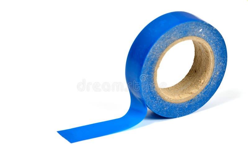 En rulle av det färgade plast- bandet på vit bakgrund royaltyfri fotografi