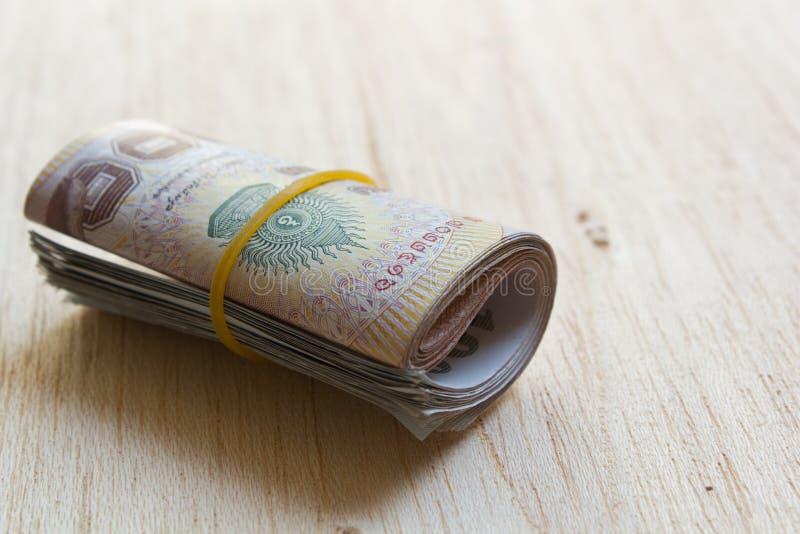 En rulle av thailändska pengar. royaltyfria bilder