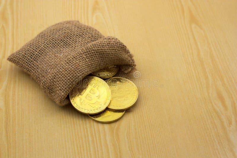 En säck av Bitcoin mynt royaltyfri foto