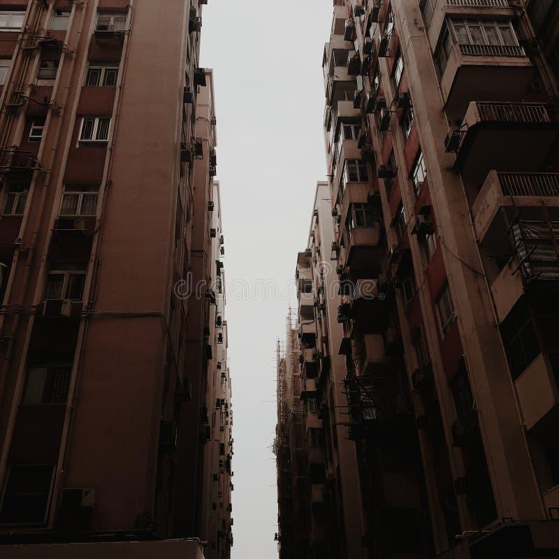 En saga av två städer arkivfoto