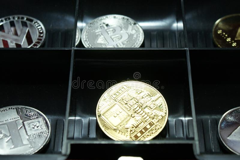 En samling av cryptocurrency i en lockbox arkivbild