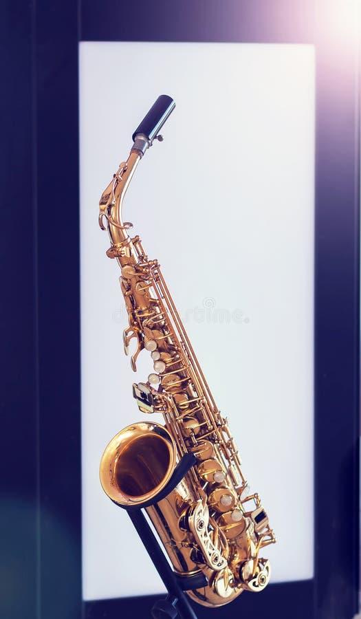 En saxofon fotografering för bildbyråer