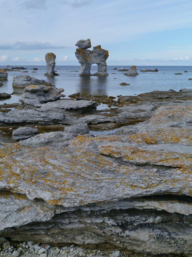 En seascape med kalkstenbildande royaltyfria foton
