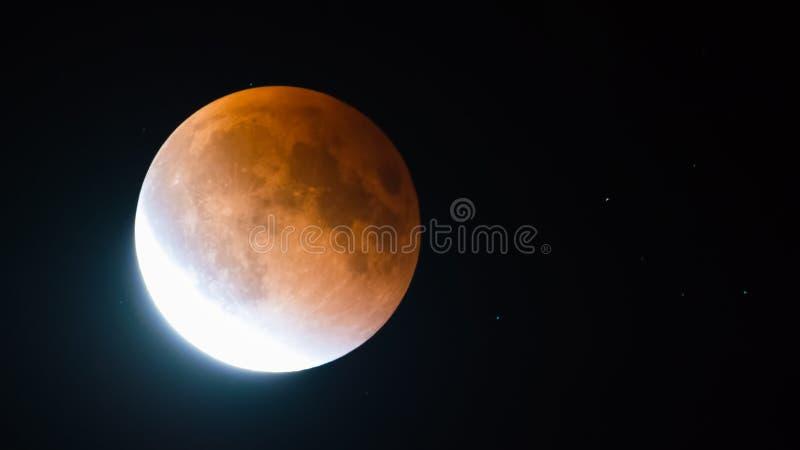 En septiembre de 2015 eclipse lunar - luna estupenda de la sangre - según lo visto de Minnesota, los E.E.U.U. - 27 /28 de septiem fotografía de archivo