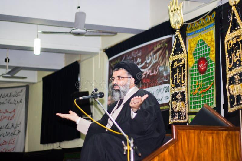 En shia forskare som levererar predikan i en Majlis arkivbilder