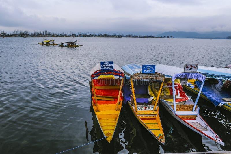 En Shikara för fartygappell` ` är en av den intressanta aktiviteten bör vara försöket av turisten arkivfoto