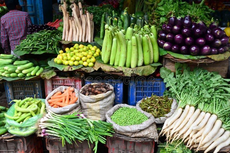 Grönsaken shoppar royaltyfria bilder