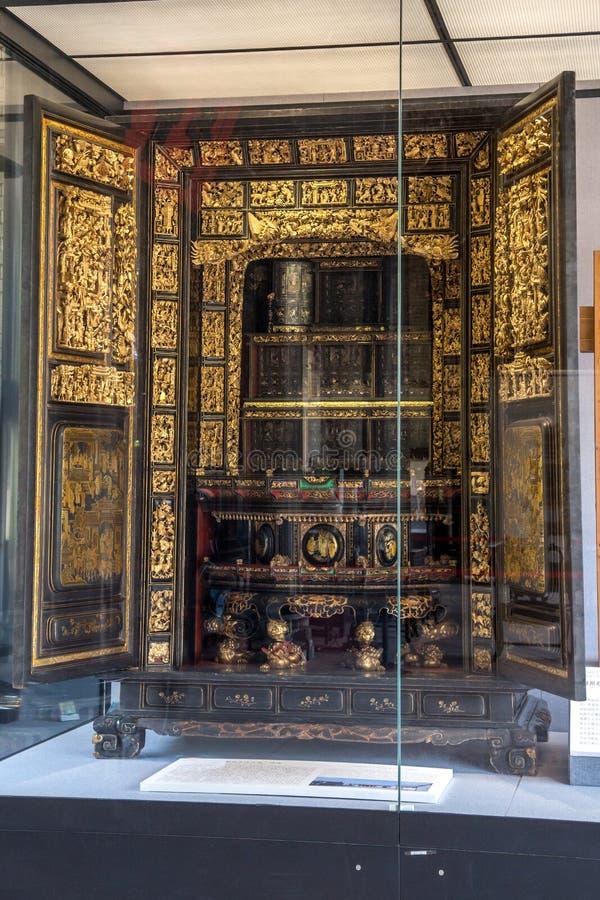 En siglo XIX, Chaozhou utilizó tallas de madera preciosas del arte para adorar antepasados y figuras mitológicas fotografía de archivo libre de regalías