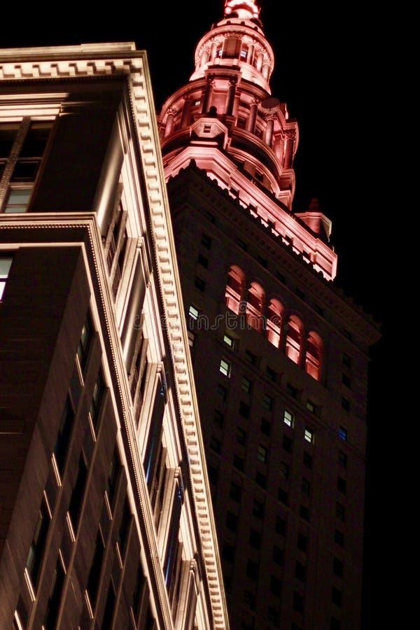 En sikt av Cleveland Terminal Tower på natten royaltyfria foton