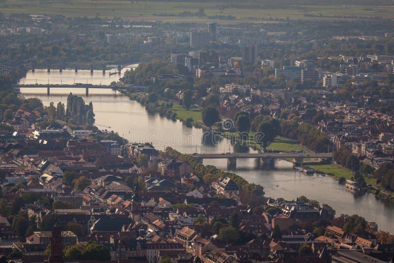 En sikt av den Heidelberg staden från en slott fotografering för bildbyråer
