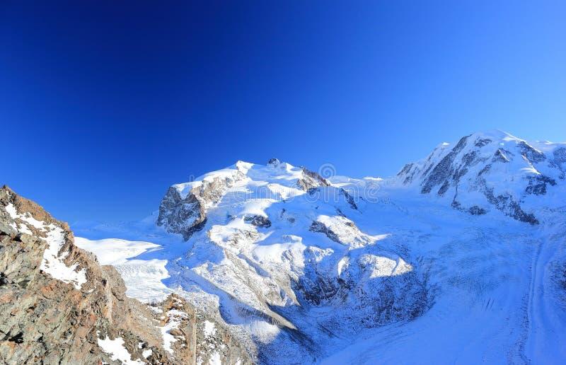 En sikt av den Monte Rosa massiven från Gornergrat Fjällängarna, Schweiz arkivbild
