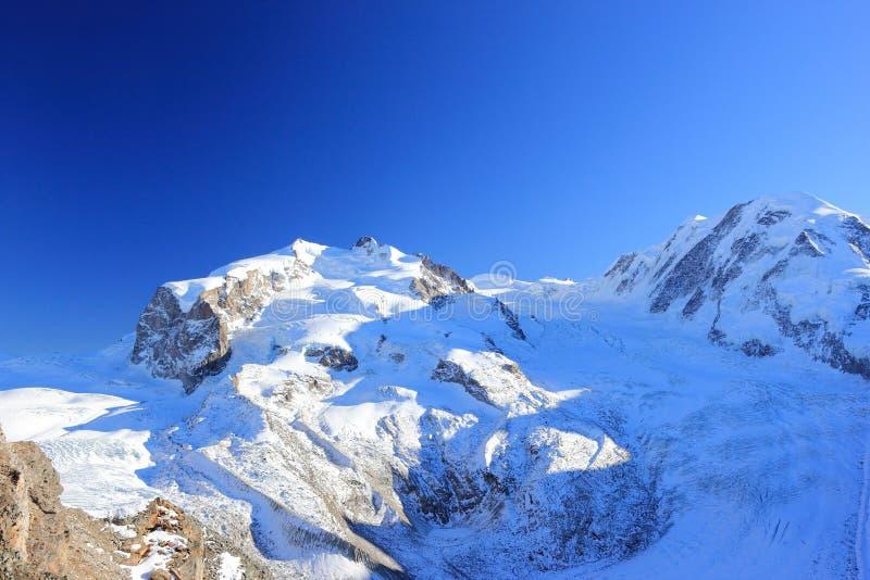 En sikt av den Monte Rosa massiven från Gornergrat Fjällängarna, Schweiz royaltyfri fotografi