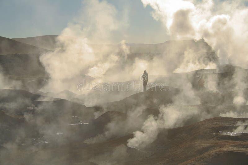 En sikt av Elen Tatio - geysersna i den Chile - Atacama öknen fotografering för bildbyråer