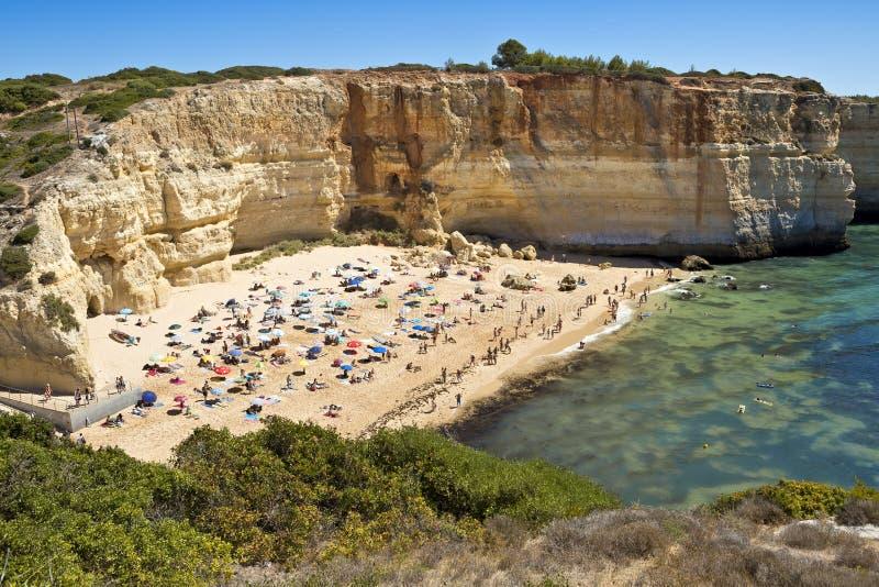 En sikt av en Praia de Benagil i den Algarve regionen, Portugal, Europa arkivbilder