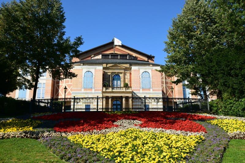 En sikt av FESTSPIELHAUS-operan i Bayreuth, Tyskland fotografering för bildbyråer
