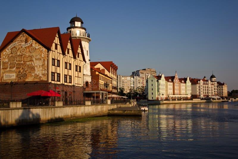 En sikt av fiskeläget, floden Peregolya, Kaliningrad, Ryssland fotografering för bildbyråer