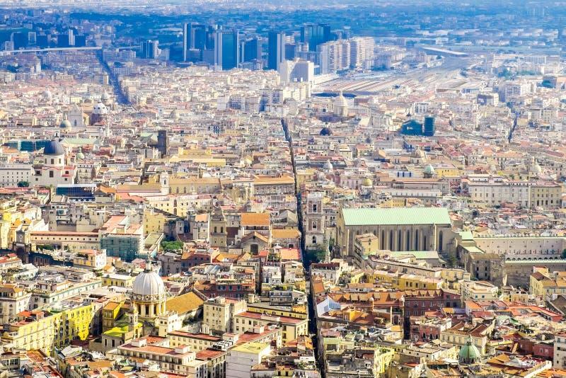 En sikt av i stadens centrum Naples, Napoli centrum i Campania Italien arkivbilder