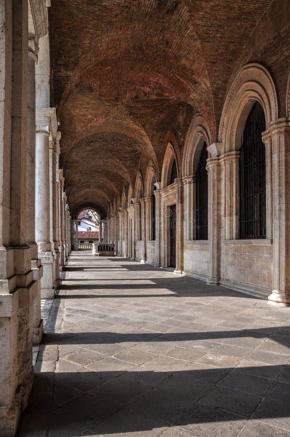 En sikt av inre av övreloggian av basilikan Palladiana, Vicenza royaltyfri foto