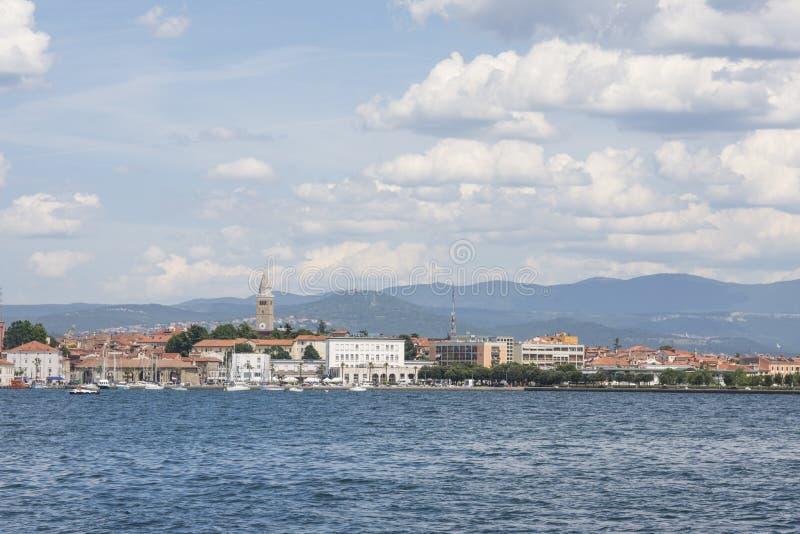 En sikt av Koper, Slovenien arkivbild