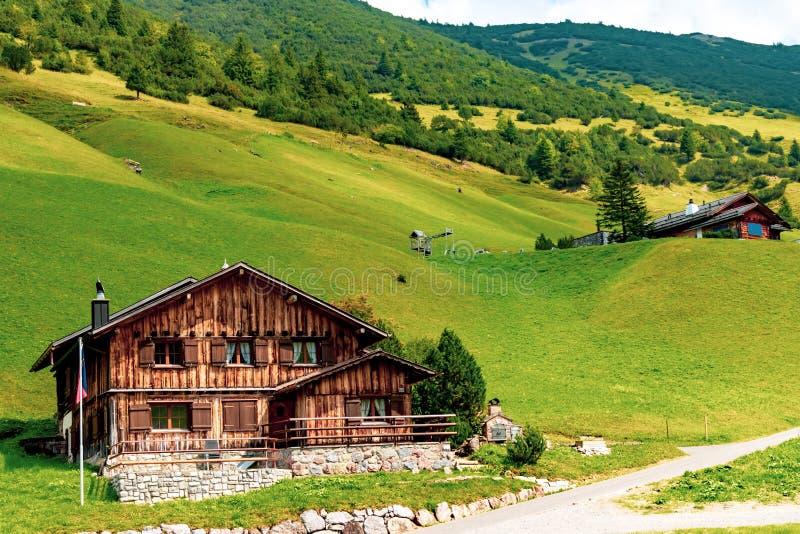 En sikt av Malbun, skidar semesterorten i Liechtenstein royaltyfri bild