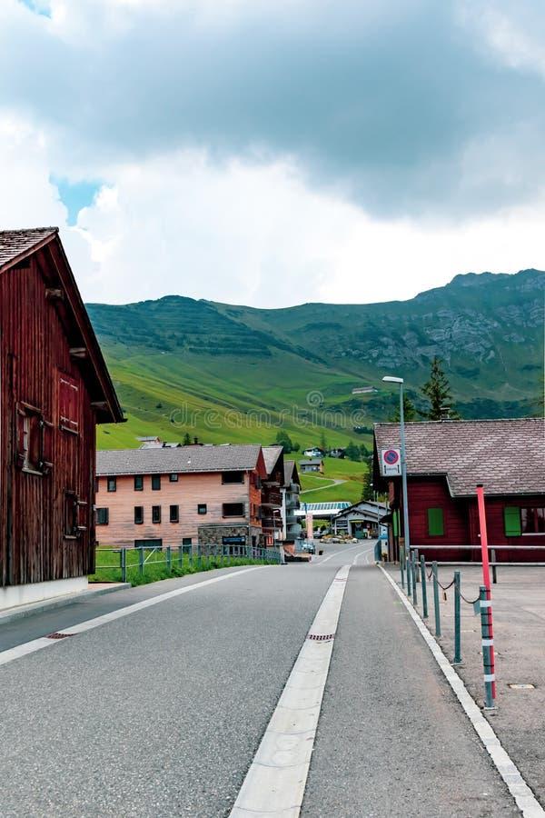 En sikt av Malbun, skidar semesterorten i Liechtenstein arkivbilder