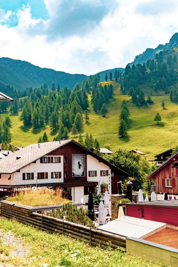 En sikt av Malbun, skidar semesterorten i Liechtenstein royaltyfria bilder