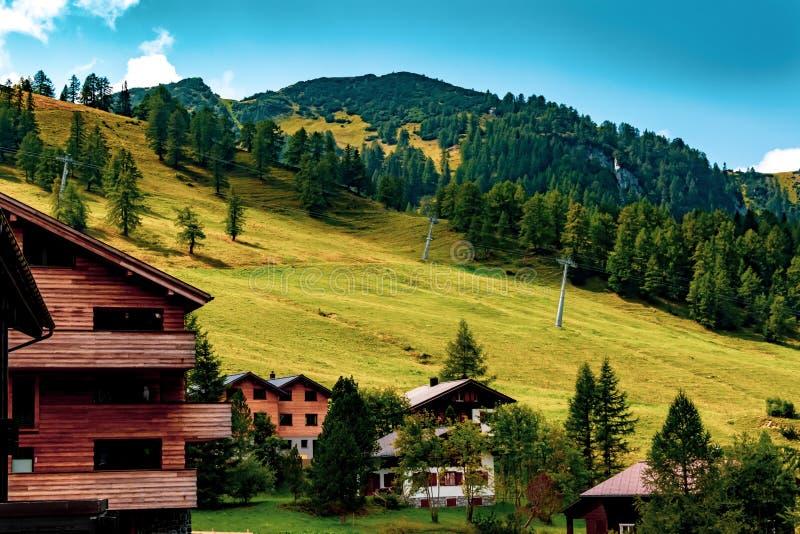 En sikt av Malbun, skidar semesterorten i Liechtenstein arkivfoto