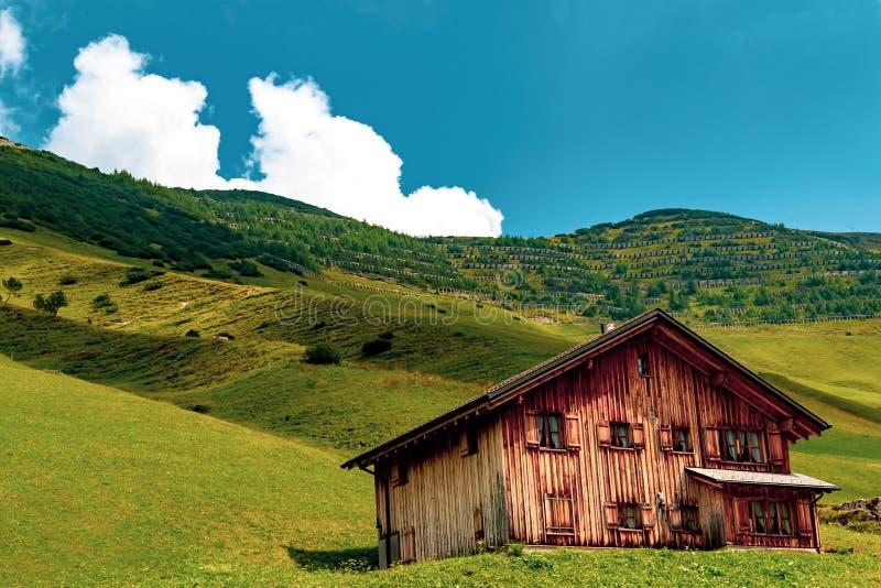 En sikt av Malbun, skidar semesterorten i Liechtenstein arkivfoton