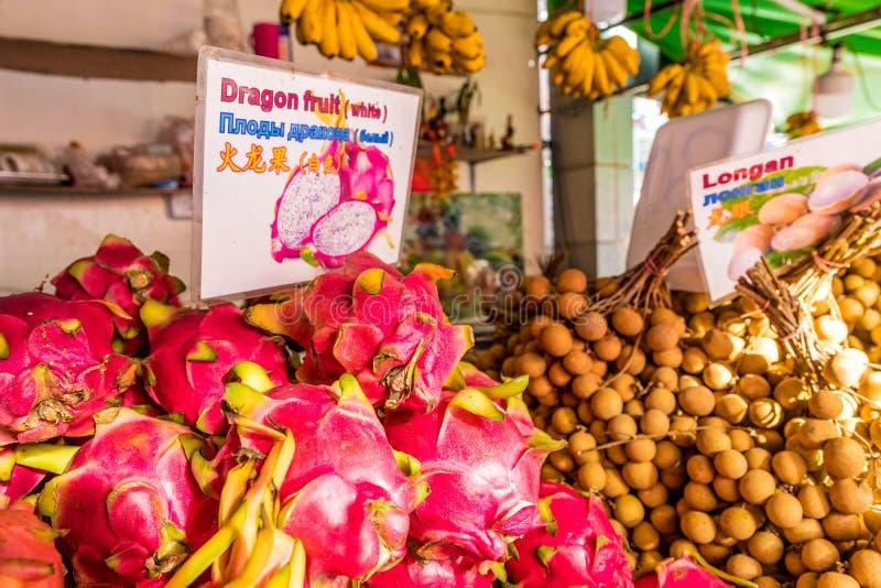 En sikt av en marknad i Kamala Thailand royaltyfri fotografi