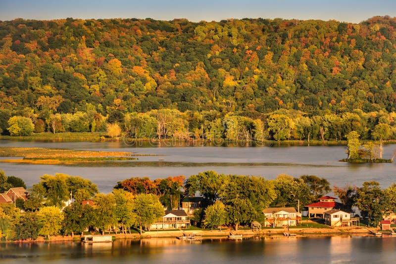 En sikt av Mississippiet River nära Guttenberg Iowa arkivbilder
