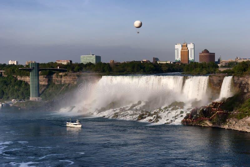 En sikt av Niagara Falls från Kanada arkivfoto