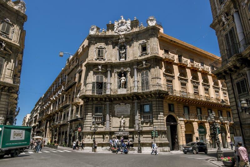 En sikt av piazza Quattro Canti i Palermo sicily arkivfoton