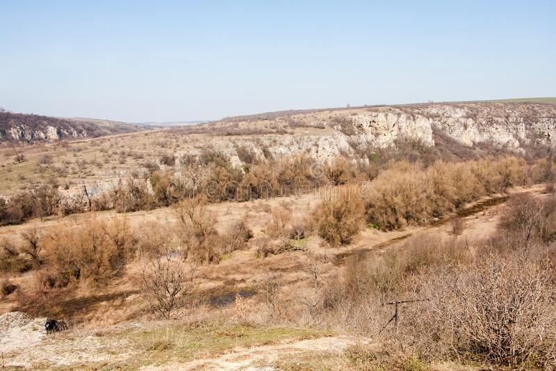 En sikt av Rusenski Lom den naturliga kanjonen nära Russe, Bulgarien, Europa royaltyfria bilder