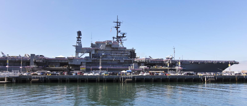 En sikt av styrbordsidan av USS nöjesgatan, San Diego royaltyfria foton
