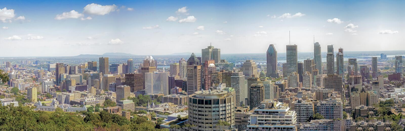 En sikt för fågelöga av centrala Montreal från Mont Royal