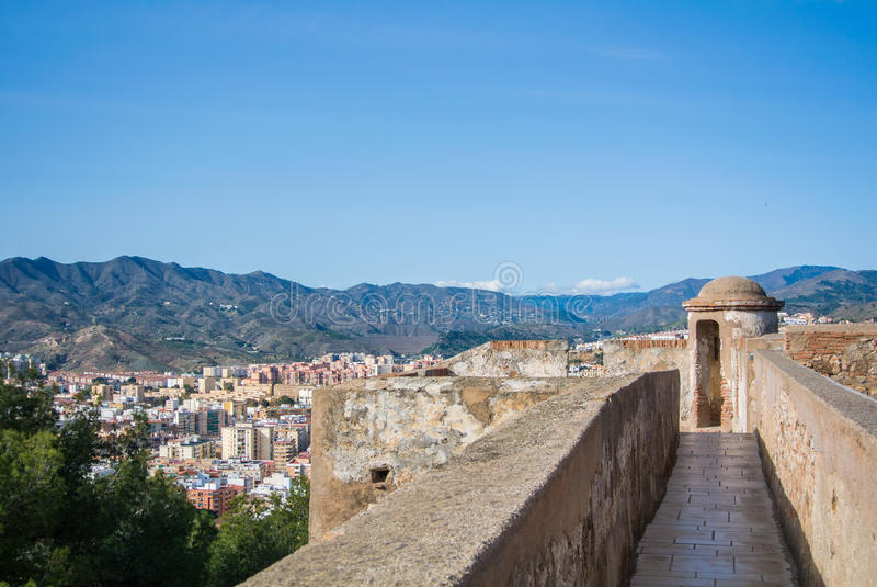 En sikt från Alcazaba, en fästning av Malaga, till staden och omgivning royaltyfri bild