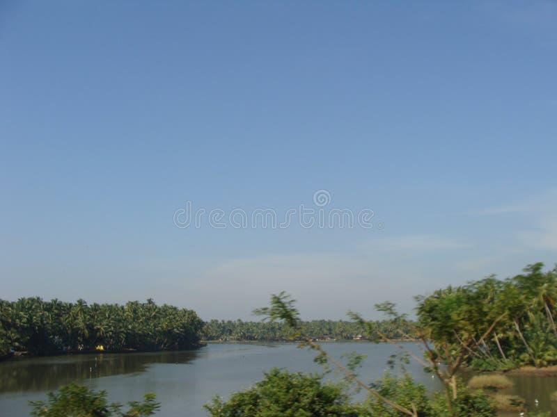 En sikt från den roadby stången floden arkivbild
