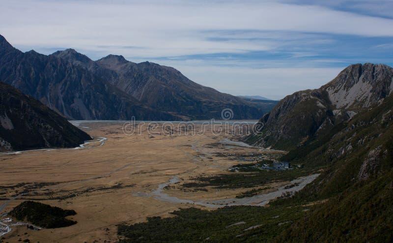 En sikt på dal- och monteringskocken Village i den Aoraki nationalparken i den södra ön i Nya Zeeland arkivbilder