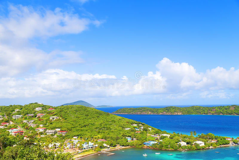 En sikt på St Thomas Island nära den Coki stranden, USA VI royaltyfri bild