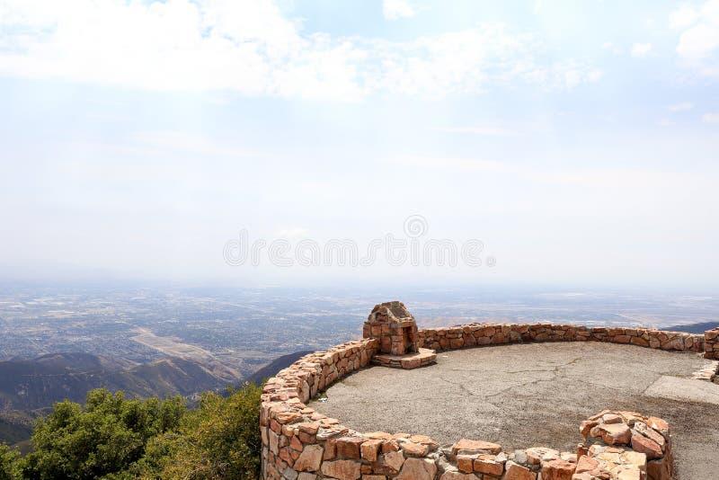 En siktspunkt på Skyforest Kalifornien arkivfoto