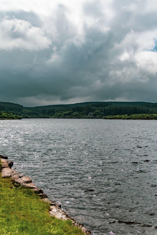 En sjö i den Dartmoor nationalparken fotografering för bildbyråer