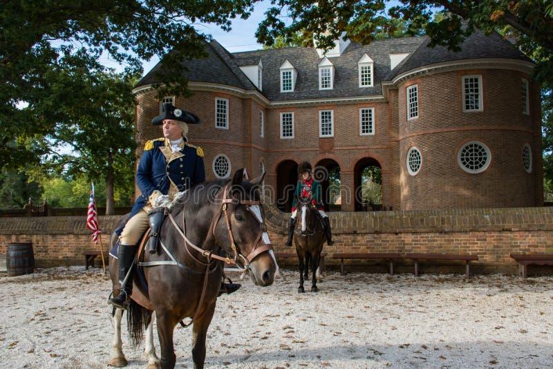 En skådespelare beskriver George Washington i historiska Williamsburg Va royaltyfri foto