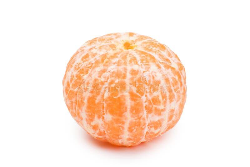 En skalade den hela tangerin på vit bakgrund mandarin fotografering för bildbyråer