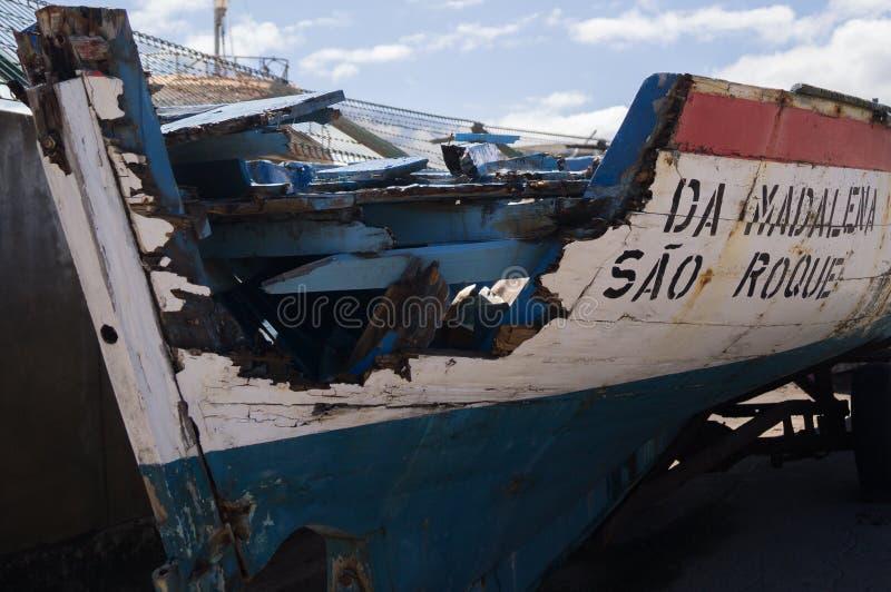 En skeppsbruten barkass royaltyfria foton