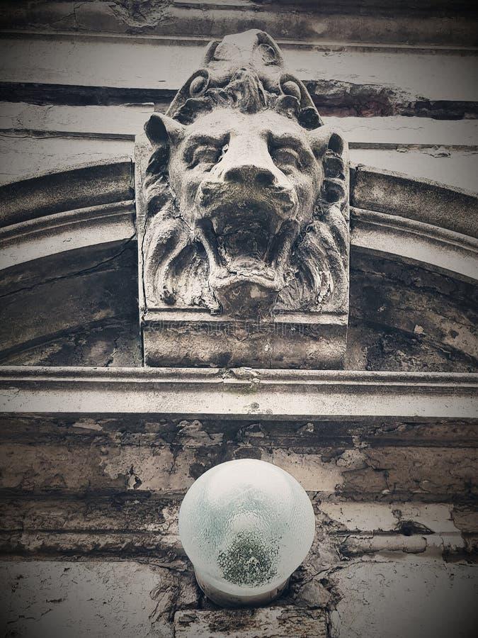 En skulptur av ett lejon arkivbild